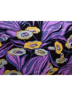 Veludo Malha Florido Base Preta E Violeta com Flores Amarelas e Cinzas