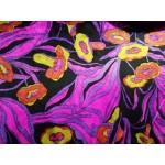 Veludo Malha Florido Base Preta E Rosa Fuscia com Flores Amarelas e Laranjas